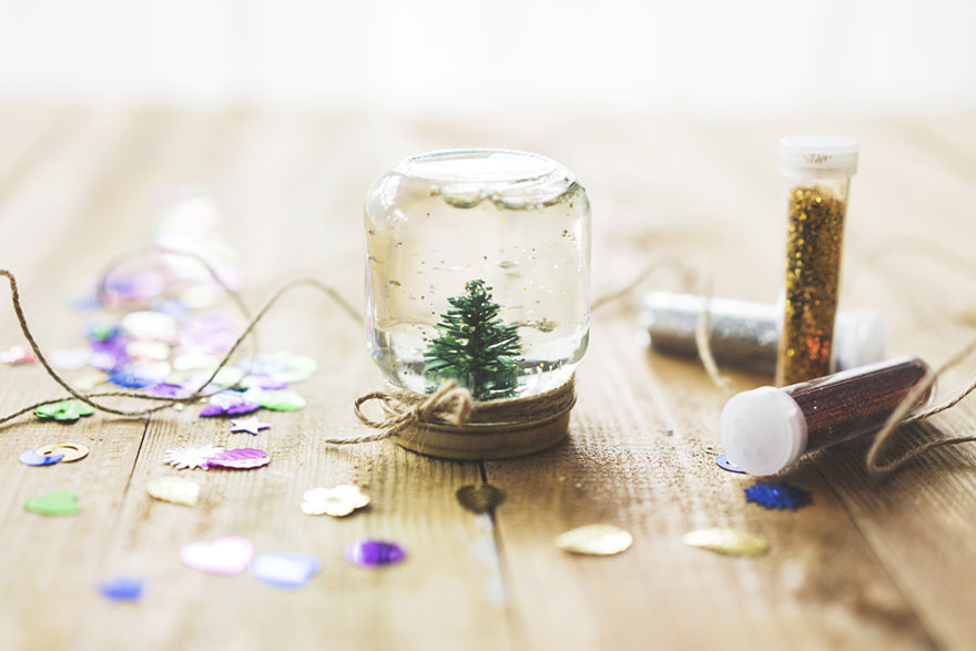 homemade snowglobe for holidays on a budget
